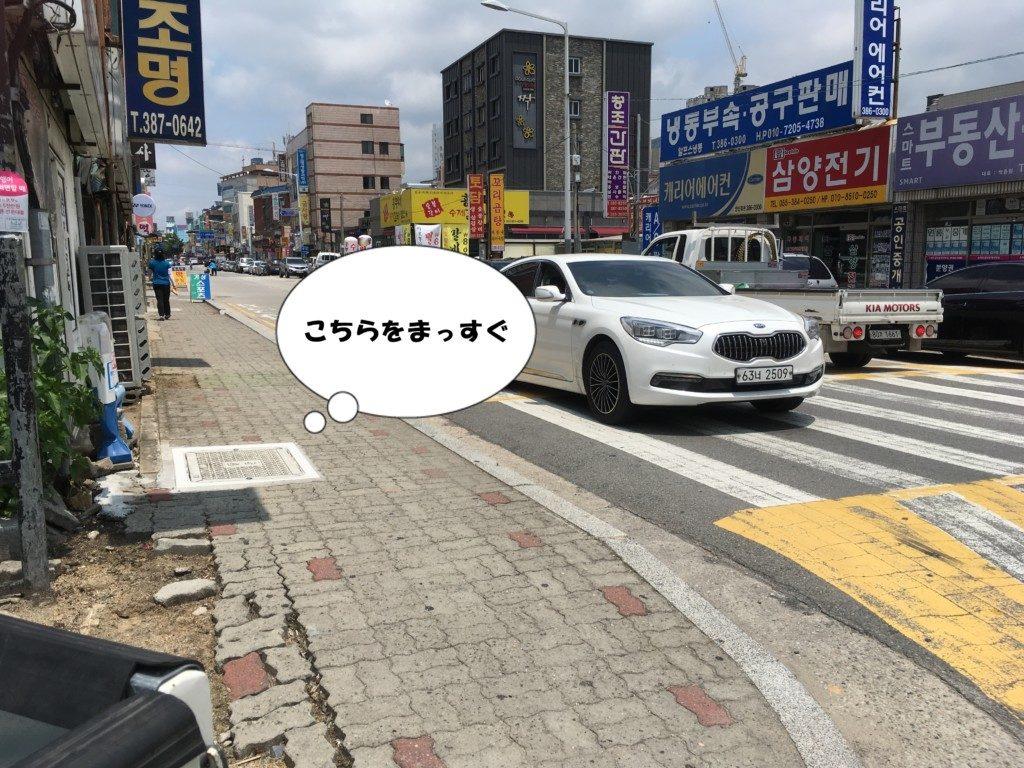 ▲この写真位置になったら左に行ってください。(横断歩道渡らず)