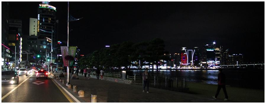 ▲広安里海水浴場の海岸道路(経由)