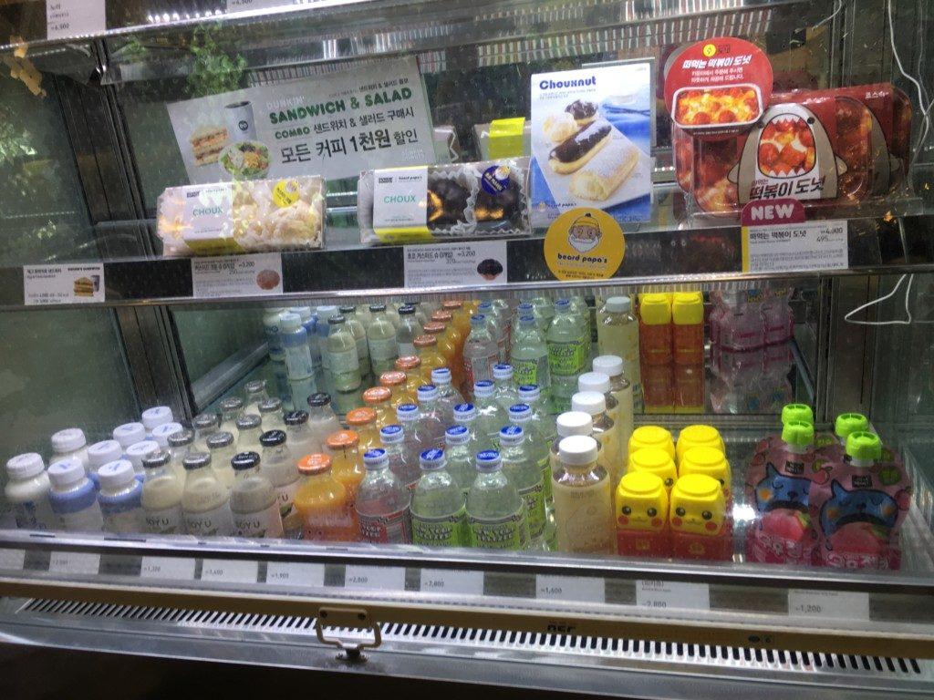 ▲子供用の飲料や、豆乳、水、炭酸水も販売しています。