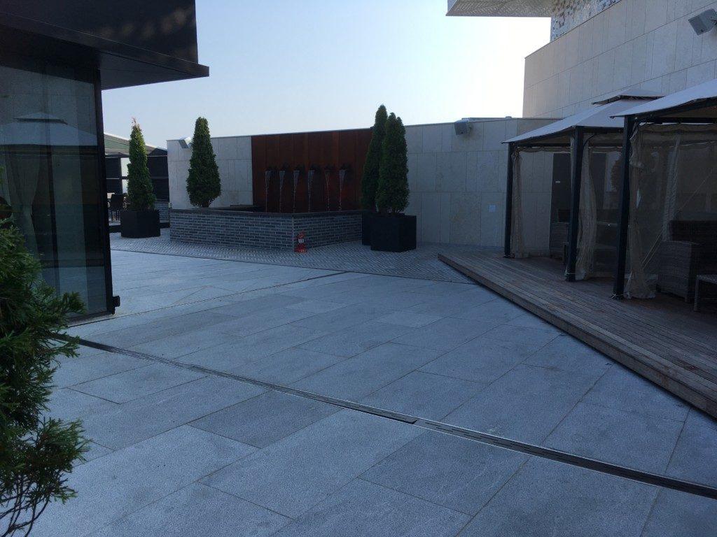 ▲こちらは外のカフェスペース