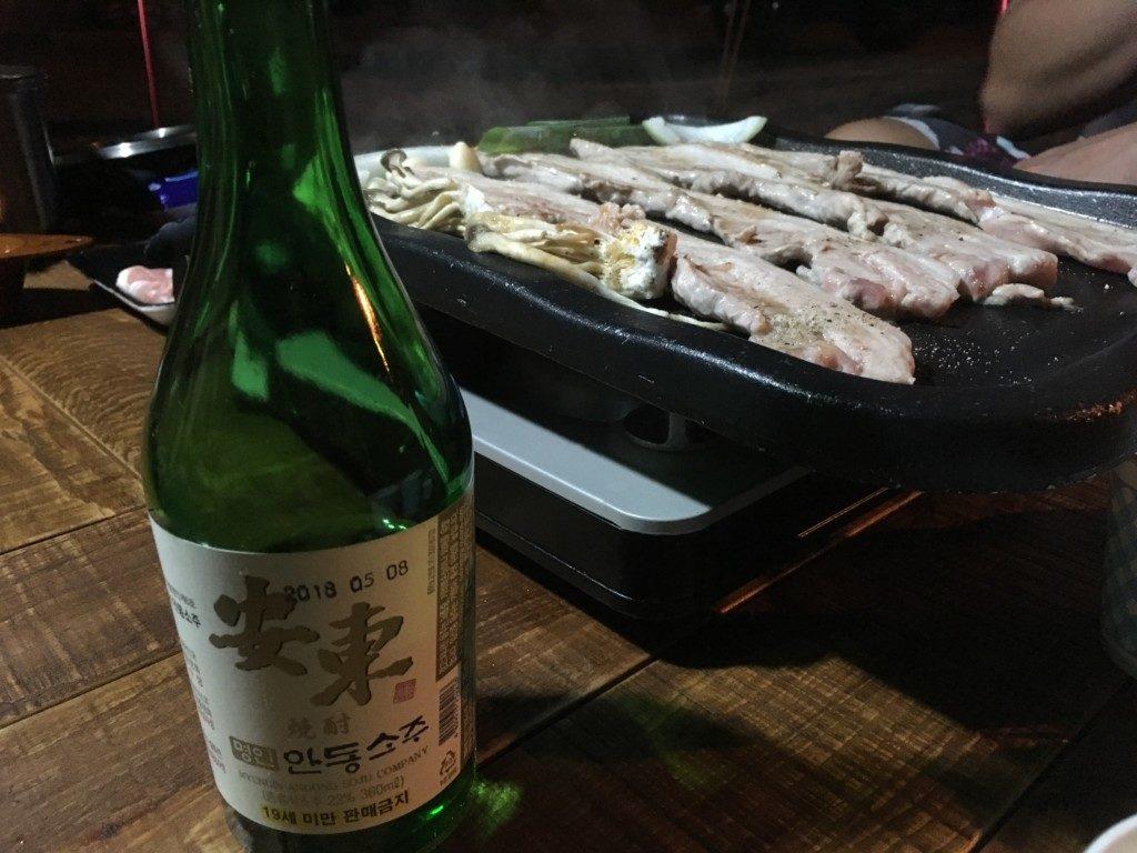 ▲安東焼酎とサムギョプサル