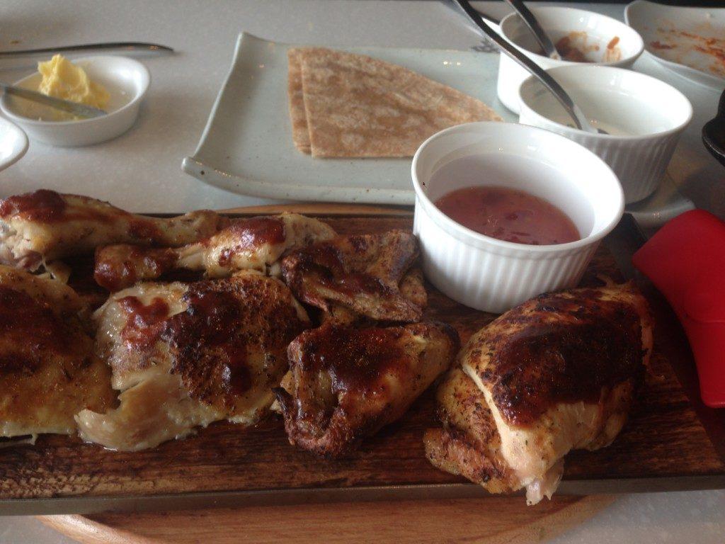 ▲鶏肉丸焼き料理