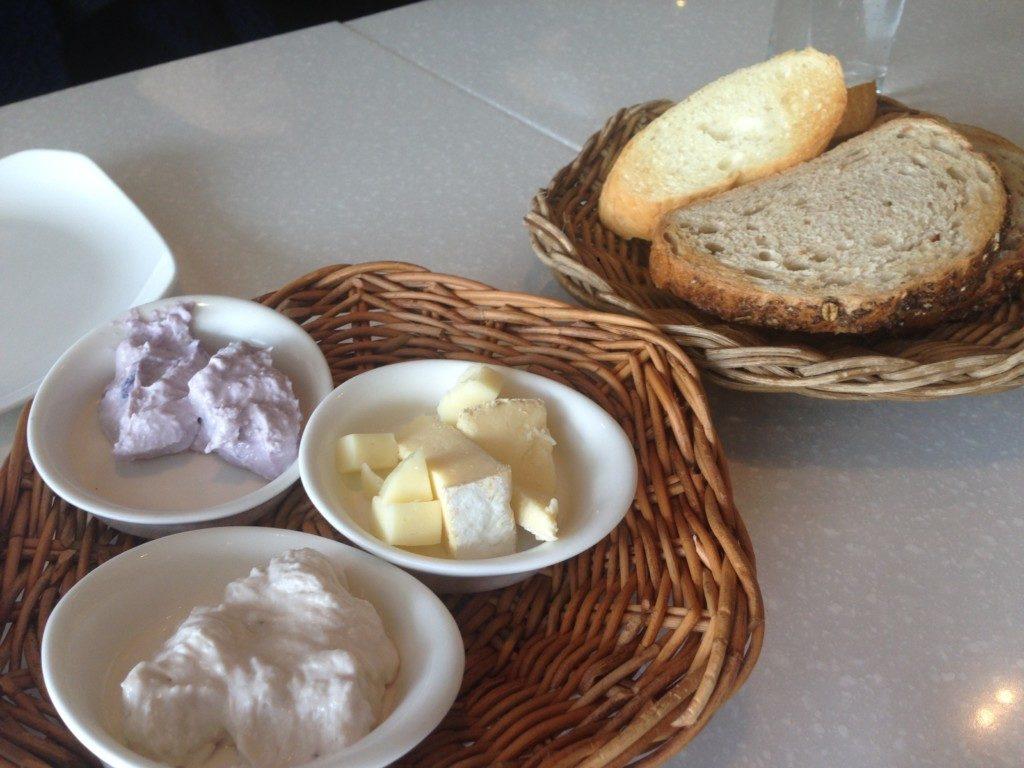 ▲チーズとパン