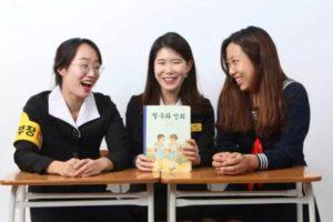 【甘川文化村】チョルスとヨンヒ・韓国レトロ学生服体験